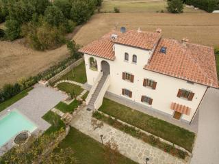 Villa Imola ideal for family in nice location, Montecchio