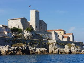 Heart of old town Antibes - close to beach - for 4