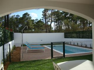Lovely 4 bed 3 bath house. Pool. walking to beach.
