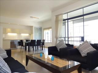 LUXURIOUS 4 ROOMS TLV BEACH, Tel Aviv