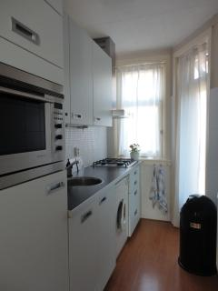 fully equipped kitchen - 2
