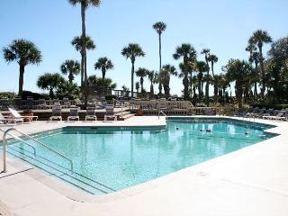 Oceanfront 3 Bedroom End Unit Villa with Spacious Oceanfront Balcony!, Hilton Head