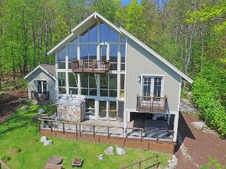 Enjoy panoramic lake views from this unique lake access home!, McHenry