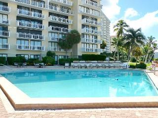 Tranquil beachfront condo w/ western exposure & heated pool