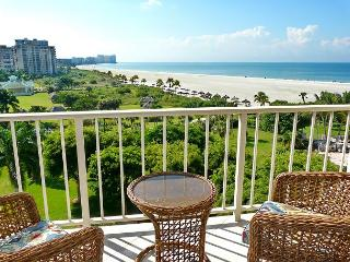 Beachfront condo wi/ sweeping views of Crescent Beach & spacious heated pool