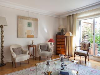 onefinestay - Rue de la Pompe V apartment, Parijs
