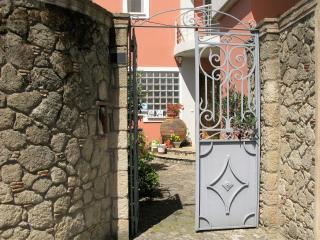 Beautiful Studio with garden near the sea & city, Calamata