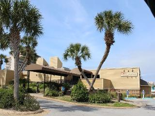 Cute one bedroom, Sleeps 4 comfortably. Located in the heart of Destin!!!!!!!