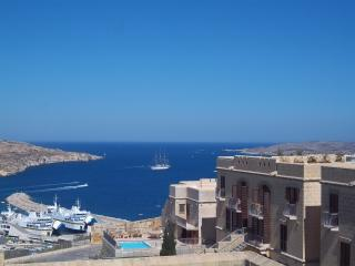 New listing duplex maisonette country/sea views, Ghajnsielem