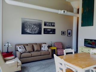 Downtown Waterfront 2 bdrm 2 bath, sleeps 7