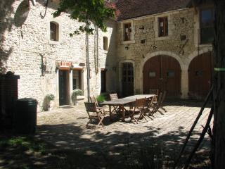Chateau de Serrigny, Chablis .The Farmhouse