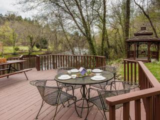 Nanny's Shanty - Sits right on the Toccoa River
