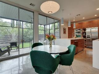 Modernly Designed Austin Home – Near Zilker and SoLa, Screened Patio