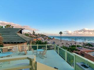 4BR w/ Roof Deck & Pacific Ocean Views + Elevator - Steps to Moonlight Beach