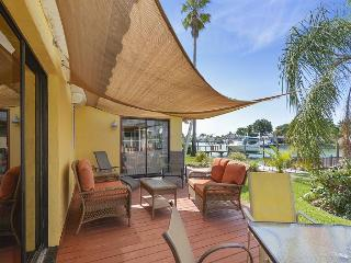 Beautiful 3BR, 2BA South Causeway Isles Canal Home, San Petersburgo