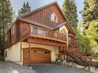 Charming Truckee House in Tahoe Donner, Minutes from Downtown and Skiing