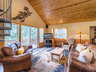 Sweet 4BR w/ 3 Big Decks & Tahoe Donner Amenities - Mins to Truckee & Skiing