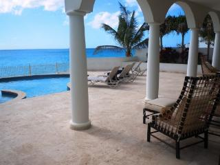 Bahari - Ideal for Couples and Families, Beautiful Pool and Beach, bahía de Simpson