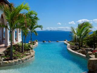 Ideal for Couples & Groups, Unique Swimming Pool, Ocean Views, Short walk to small beach, Philipsburg