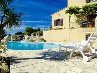Gorgeous French Farmhouse - Pool, Garden, Parking, Cagnes-sur-Mer
