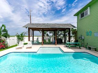 Cuckoos Nest: Private Pool, *6 seat golf cart (see terms), Pets Considered, Port Aransas