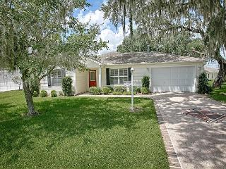 Designer home overlooking the lake with complimentary golf cart, The Villages