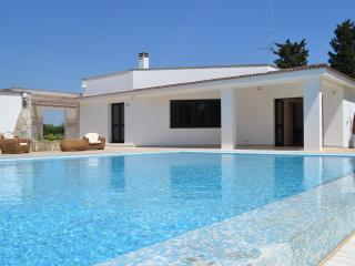 villa pietra grossa, piscina ,prato,4-6-8 ospiti
