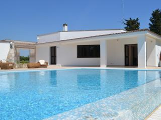 villa pietra grossa, piscina ,prato,4-6-8 ospiti, Novoli