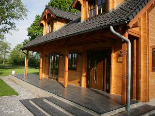 Wooden villa Tine