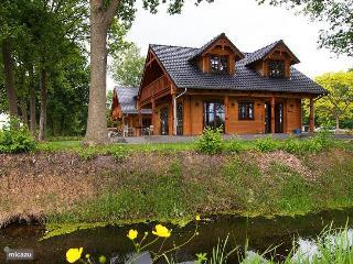 Dirk Wooden Villa