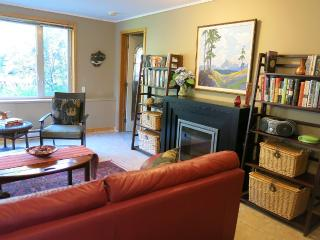 Salish Sea Vacation Rental Apartment, Sechelt