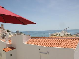 Varandas Mar 2 bedroom apt with FREE A/C  and sea views in central location, Albufeira