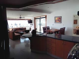 Luxury Salinas Beach Apartment - Phoenix 5B