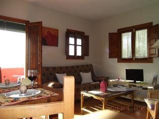 Apartamento rural ( 2 ) con terraza grande y estupendas vistas en Eco Resort