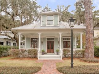 Palmetto Bluff Luxury Home in the Village, Bluffton
