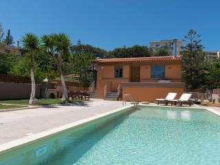 Rea's Sea House,Villa with Pool(10x4),fast wi-fi, 50m from the beach
