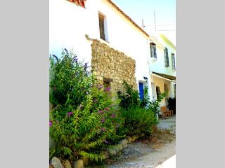 Fully equipped cottage set in olive groves