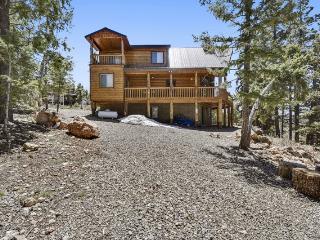 Moose Manor - Cabin, 3 Bedrooms + Convertible bed(s), 2 Baths, (Sleeps 8-10), Duck Creek Village
