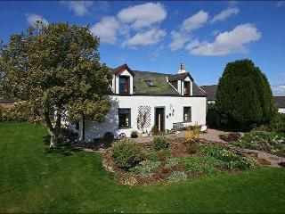 Spacious Farmhouse with generous outdoor areas, Kirriemuir