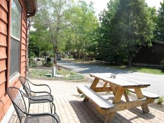 Fun 3 BR 2 BA Home in the Island Club - Sleeps 8 - Renovated Outdoor Patio