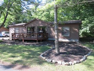 Great for Groups of 8! Full Deck and Grill. 3 BR 2 BA Home in Island Club, Put in Bay