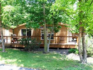 3 Bedroom 2 Bathroom Vacation Rental Home in the Island Club - Sleeps 8, Put in Bay