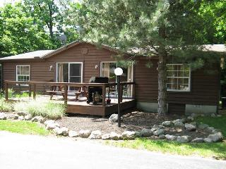 Great Family Vacation Spot! Quiet, Comfortable, Spacious. 3 BR for up to 8, Put in Bay