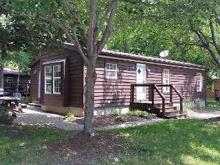Eight Person Cottage at the Put-in-Bay Island Club - 3 BR, 2 BA, parking, Put in Bay