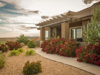 Crows Nest ~ Beautiful 3 bedroom home off the Coral Canyon Golf Course, Washington