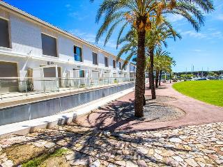 Modern condo in Platja d'Aro for 6 people, only 100m from the beach as it is situated in the port!
