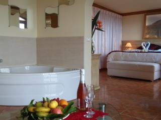 Suite con jacuzzy privado para 2  y vistas al mar