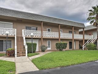 Charming 2BR Cocoa Beach Condo w/ Wifi, Flat Screen TVs, Community Pool & Beach Access - Close to Downtown, Dining, Nightlife, and More!