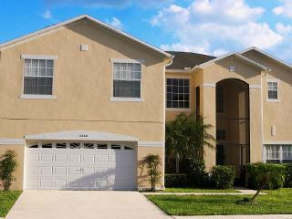 Stunning Family Friendly Villa with Lake Views, Kissimmee