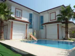 Wonderful Twin Villa With Pool, Camyuva